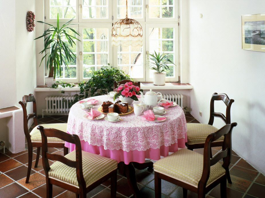 Small dining room table ideas interior designing ideas for Cute dining room decor