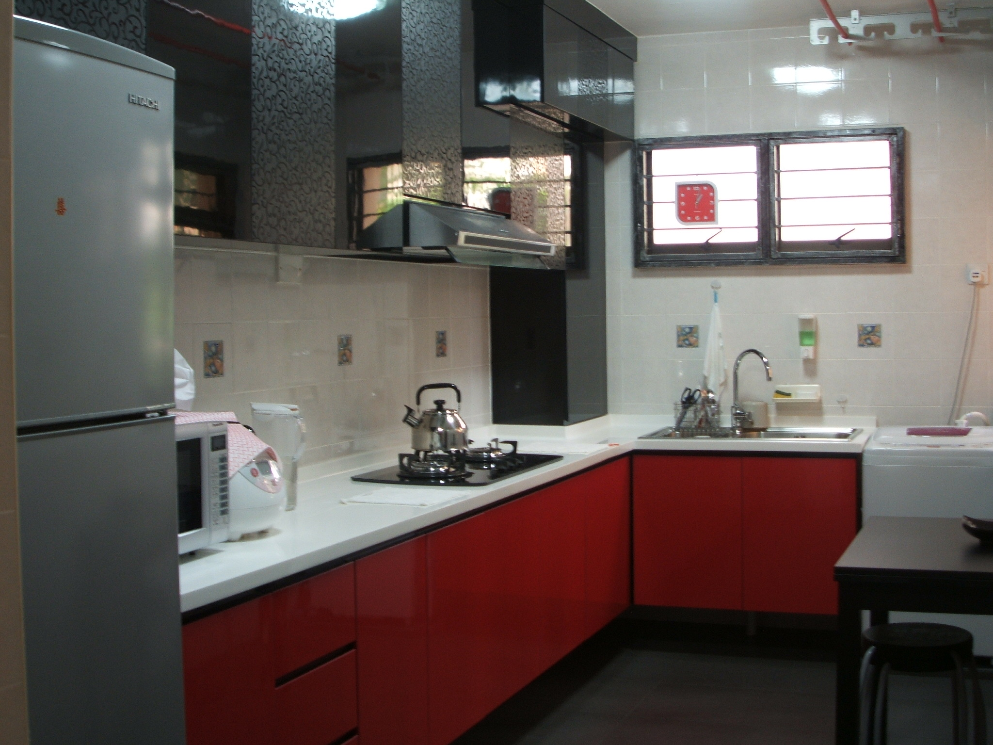 Unconventional color combination for the kitchen for Kitchen designs red and black