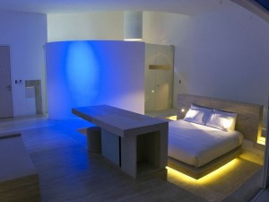 Futuristic-bedroom-design-with-neon-lighting-300x225