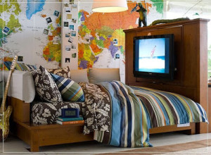 theme-design-bedroom-world-travel-boys-bed-wall-design-atlas-unique-design-cool-look-blue-striped-bed-quilt-tv-mount