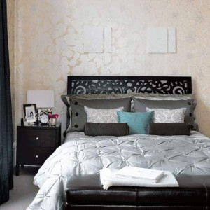4-black-modern-bedroom-ideas-Chic-silhouettes-bedroom