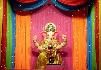 Ganpati_Decoration_Ideas_Colorful_Dupattas_Chunri_Ganpati_Decoration.  Ganpati_Decoration_Ideas_Colorful_Dupattas_And_Chunris