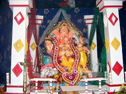 Ganpati_Decoration_Ideas_Pandal_Ribbons_Laces_Borders