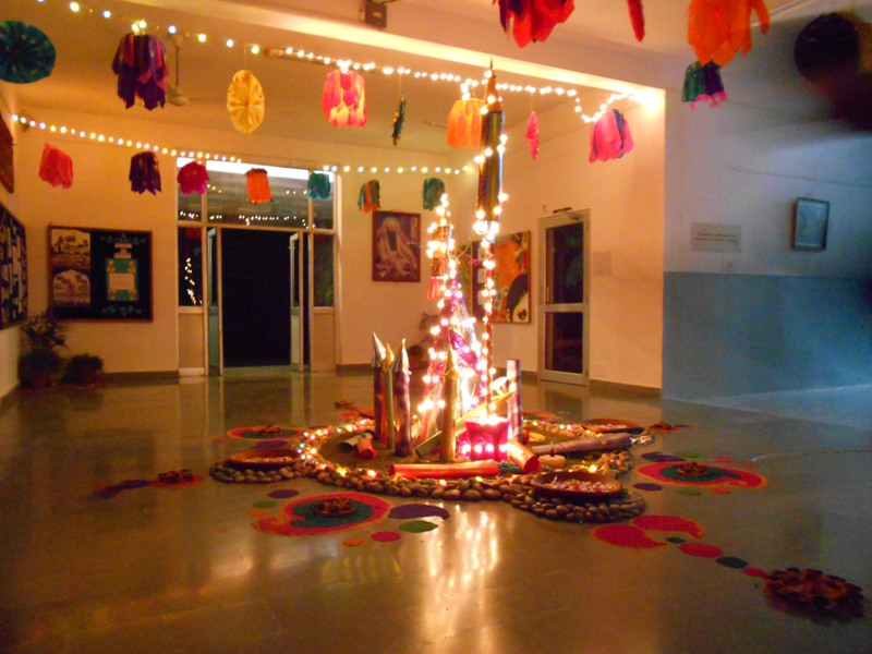 How to decorate home for diwali from waste materials for Simple diwali home decorations