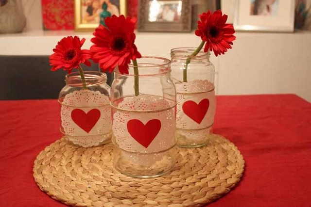 valentines-day-diy-home-decor-ideas-glass-jars-doilies-hearts