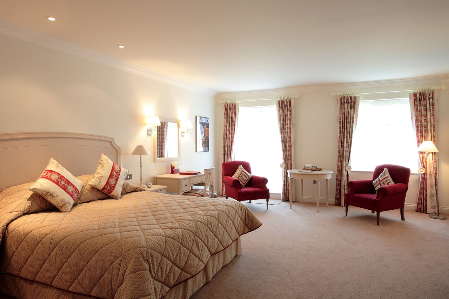 Red and white bedroom interior designing ideas - Interior design and decoration ...