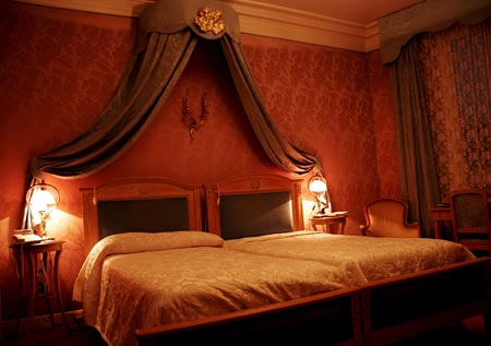 Romantic Bedroom Pictures traditional and romantic bedroom – interior designing ideas