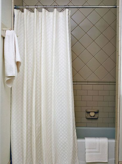 circles-shower-curtain