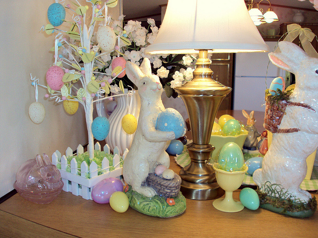 Home decorations to celebrate easter interior designing for Home decorations com