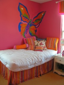teen_decorating_pink_butterfly