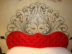 Headboard_for_double_bed_in_wrought_iron_
