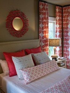 welcoming-guest-bedroom-white-and-red-patterned-curtains-and-bedding