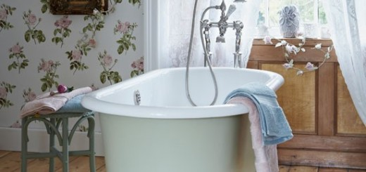 Rolltop-bath-in-period-style-bathroom--Country-Homes-and-Interiors--Housetohome.co.uk