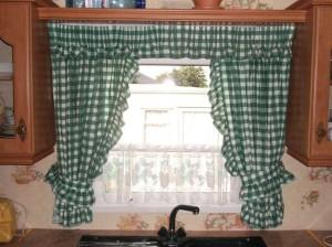 green-kitchen-curtain-ideas-915x686