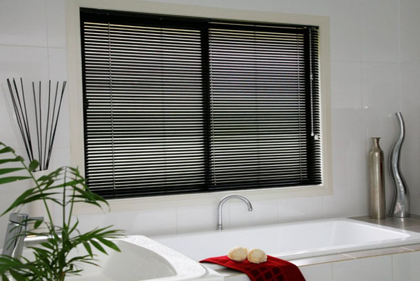 -Aluminium-Venetians-come-in-a-great-variety-of-colours-to-compliment-your-decor