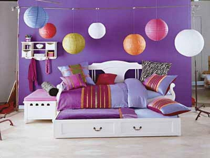 Charming-Small-Teen-Bedroom-Decorating-Ideas