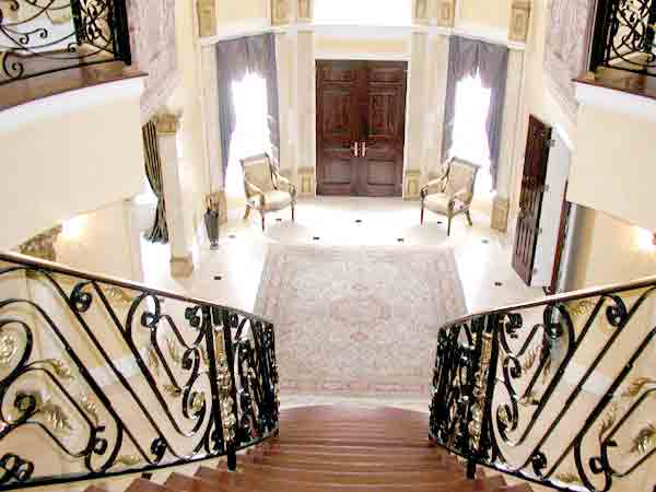 3-26-Sussex-House-Foyer
