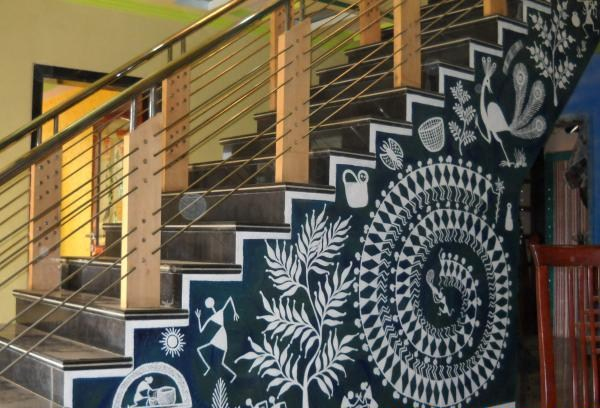warli-art-for-staircases