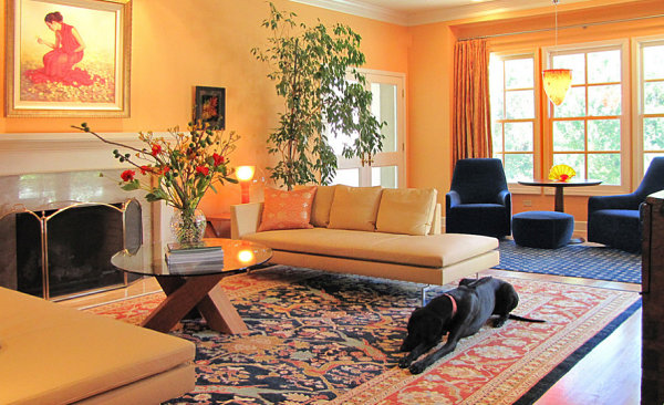 San-Francisco-living-room-in-peach-and-navy-tones