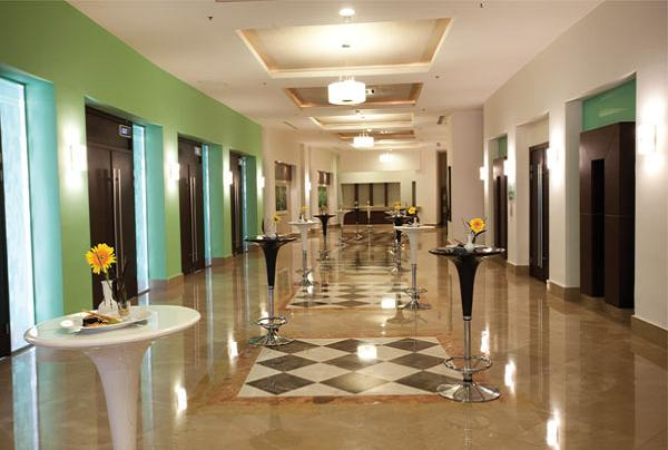 elegantly-done-foyer-area
