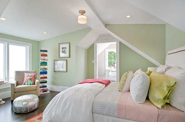Bright-accents-in-a-pastel-bedroom
