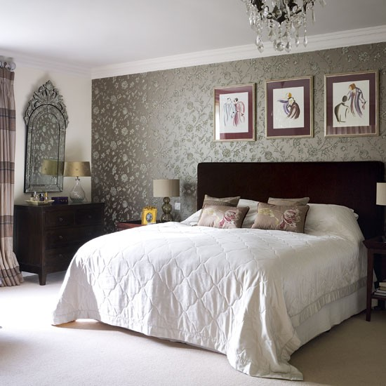 Awesome Glam Wallpaper In Bedroom